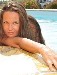 Eroberlin-Anastasia-Petrova-bikini-pool-russian-beauty