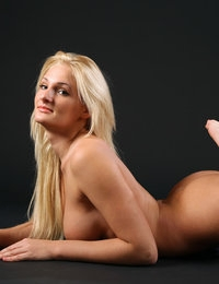 Sexy blonde Jessica has undoubtedly juicy and impressive curves
