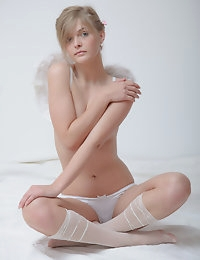 Lovely nude angel photo #12