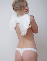 Lovely nude angel photo #3