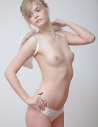 Lovely nude angel photo #6